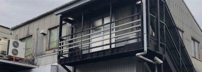 板金加工から粉体塗装までの一貫生産ラインを社内完備