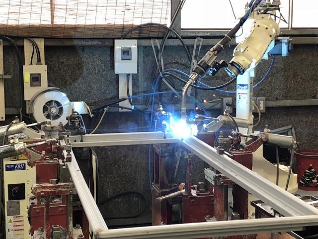 溶接ロボットによる品質と作業効率の確保