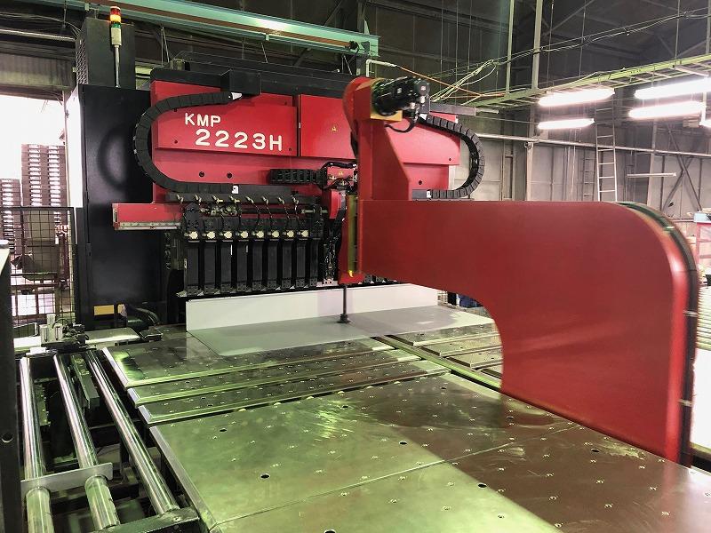 曲げ加工の生産性向上を実現するパネルベンダー