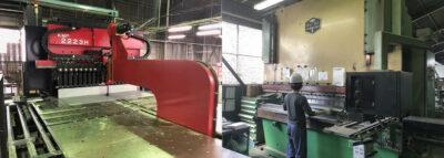 各種盤の塑性加工に特化したベンディングマシン
