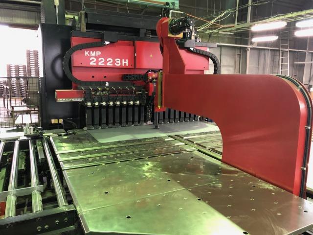 工程① パネルベンダーによる平板の加工