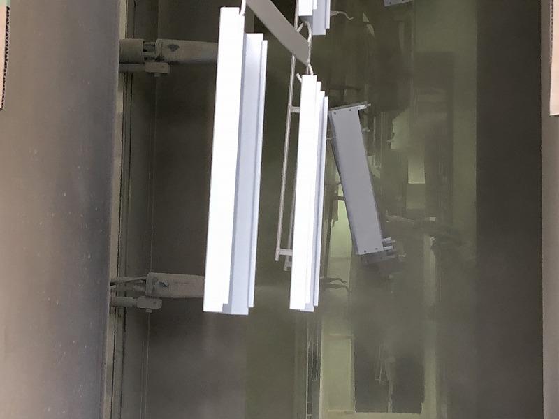 自動化ラインによる粉体塗装